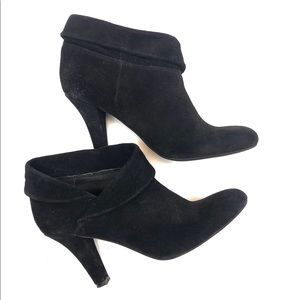 ENZO ANGIOLINI Black Suede Cuffed Ankle Bootie 8